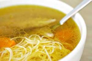 Вермишелевый суп из тушенки в мультиварке