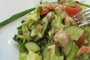 Салат с консервированной сардиной и соусом тартар