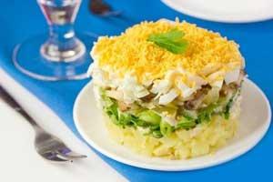 Слоёный салат с белыми грибами «Боровичок»