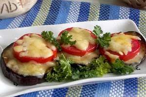 Горячая закуска из баклажанов и помидоров под сыром