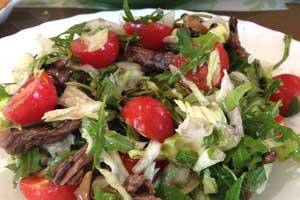 Теплый салат с рукколой и телятиной