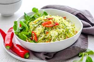 Капустно-огуречный салат с мятой