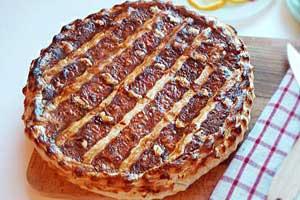 Рецепт лукового пирога на слоеном тесте