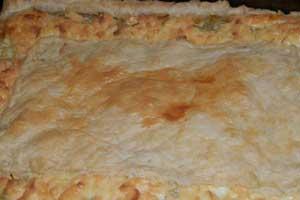 Слоеный луковый пирог с плавленными сырками