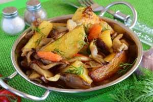 Тушеная картошка с вешенками