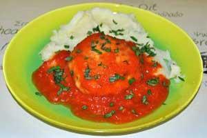 Куриные биточки в томатном соусе
