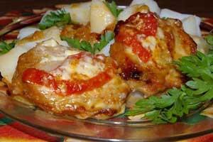 Сочная свинина с помидорами и сыром в духовке