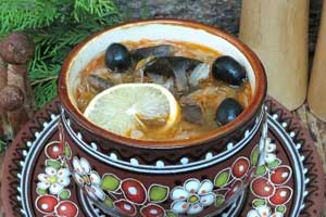 Постная солянка с грибами и капустой